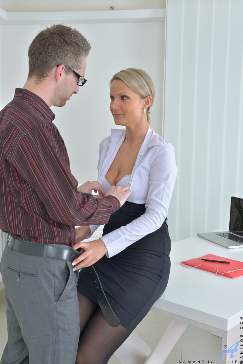 Secretary Pounded In a Office - HotSexyMatureBabes com