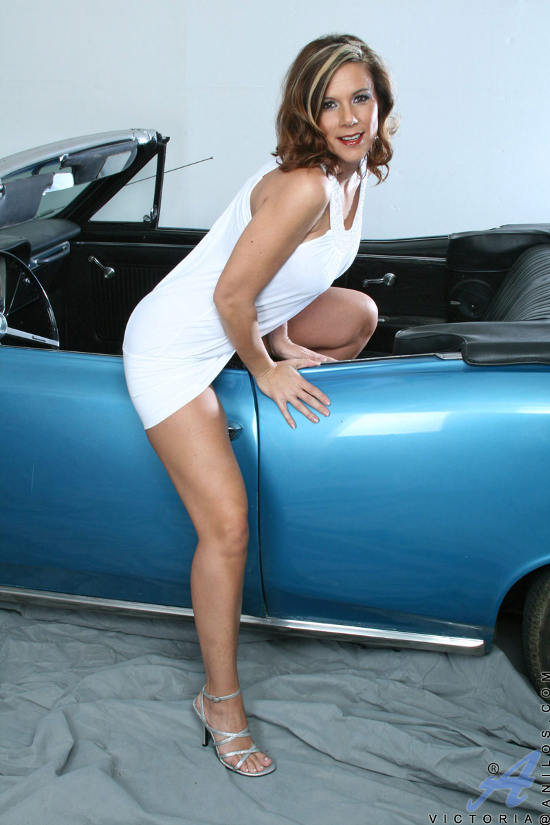 Car Makes Naughty Milf Horny - Hotsexymaturebabescom-4495